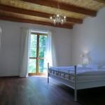 Schlafzimmer EG mit Fenster zum Fluss
